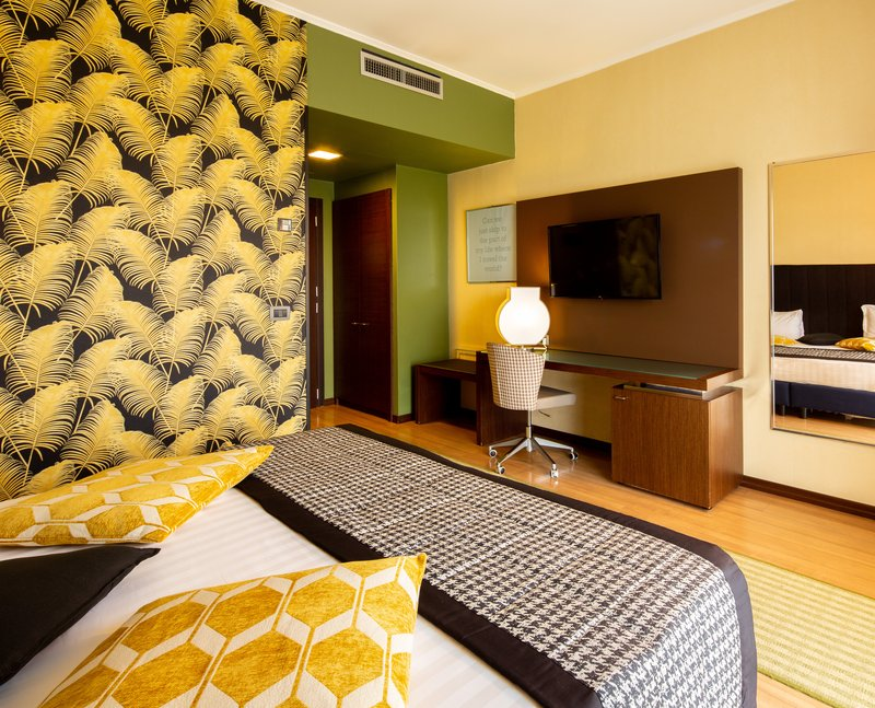 Holiday Inn Turin - Corso Francia-Queen Bed Guest Room<br/>Image from Leonardo