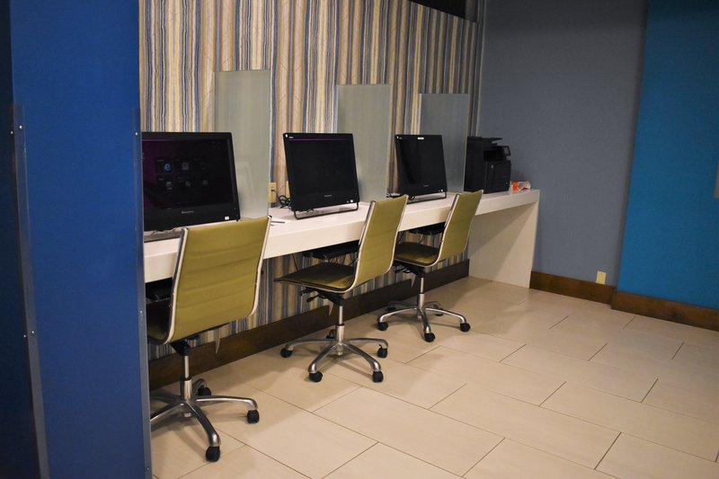 Crowne Plaza Seattle-Downtown-Business center with computers and printer<br/>Image from Leonardo