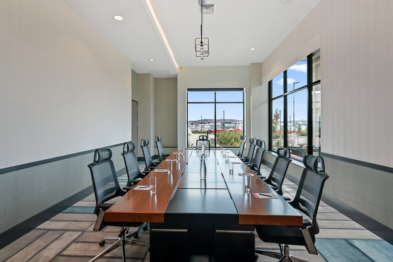 Hotel Indigo Seattle Everett Waterfront-Host your next meeting in our Edgewater Boardroom<br/>Image from Leonardo