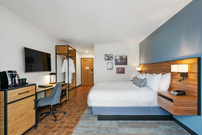 Hotel Indigo Seattle Everett Waterfront-King Bed Guestroom<br/>Image from Leonardo