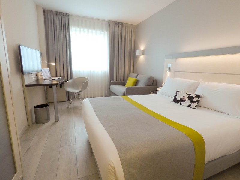 Holiday Inn Express Pamplona-Double Bed Guest Room<br/>Image from Leonardo
