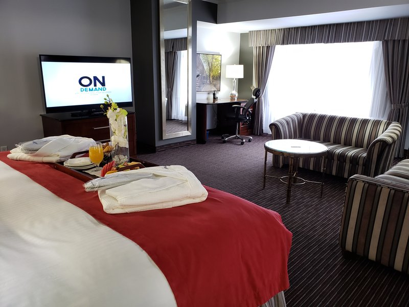 Le Nouvel Hotel and Spa-King Corner Room<br/>Image from Leonardo