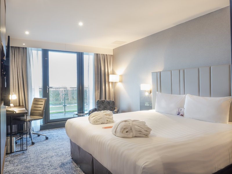 Holiday Inn London - Kingston South-King Club Room<br/>Image from Leonardo
