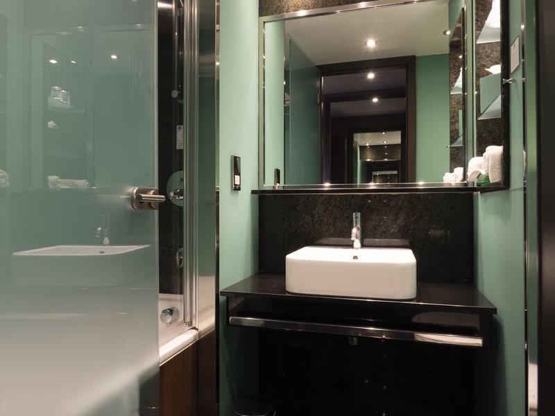 Holiday Inn London - Kingston South-Standard Bathroom<br/>Image from Leonardo