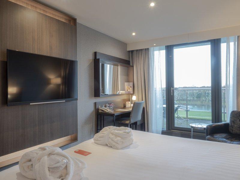 Holiday Inn London - Kingston South-Deluxe Room<br/>Image from Leonardo