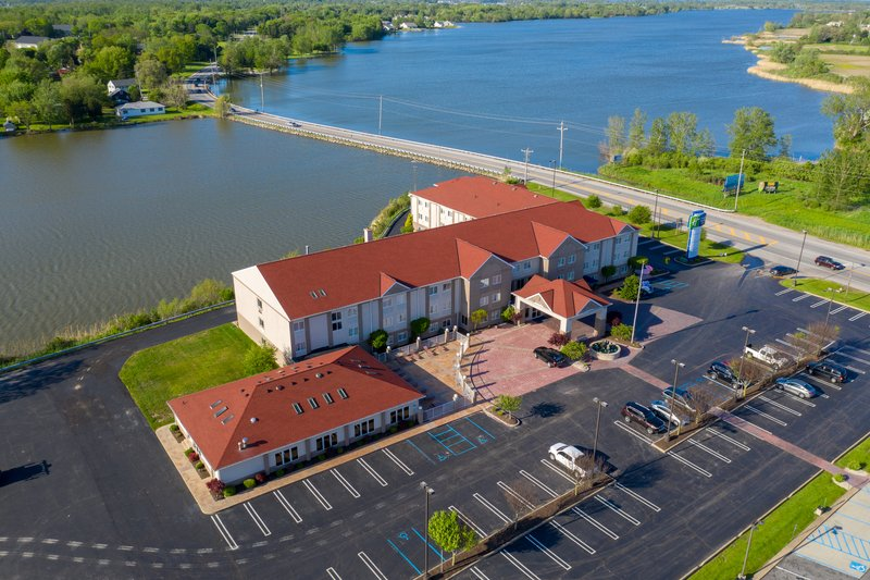 Holiday Inn Express & Suites Port Clinton - Catawba Island-Beautifully situated on a gorgeous lagoon.<br/>Image from Leonardo