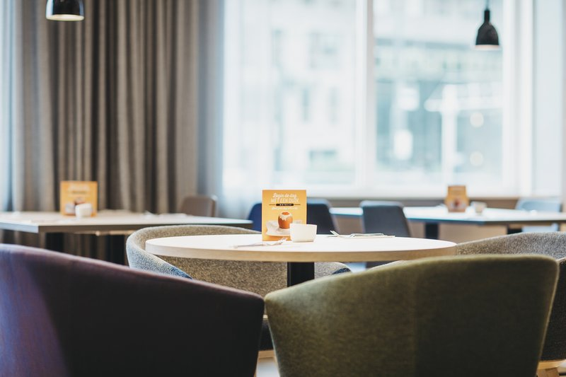 Holiday Inn Eindhoven Airport-Breakfast seating<br/>Image from Leonardo
