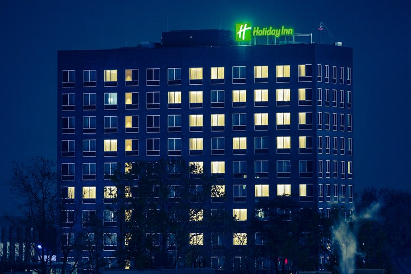 Holiday Inn Eindhoven Airport-Building at night<br/>Image from Leonardo