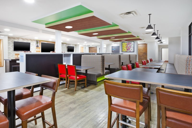 Holiday Inn Express Winnipeg Airport - Polo Park-Our splendid Breakfast Area with 24 hour coffee available!<br/>Image from Leonardo