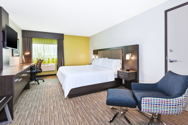 Holiday Inn Express Winnipeg Airport - Polo Park-Our King room with connecting door. Perfect for families!<br/>Image from Leonardo