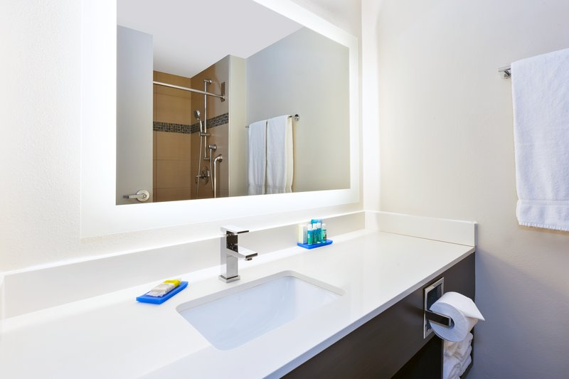 Holiday Inn Express Winnipeg Airport - Polo Park-Guest Bathroom <br/>Image from Leonardo