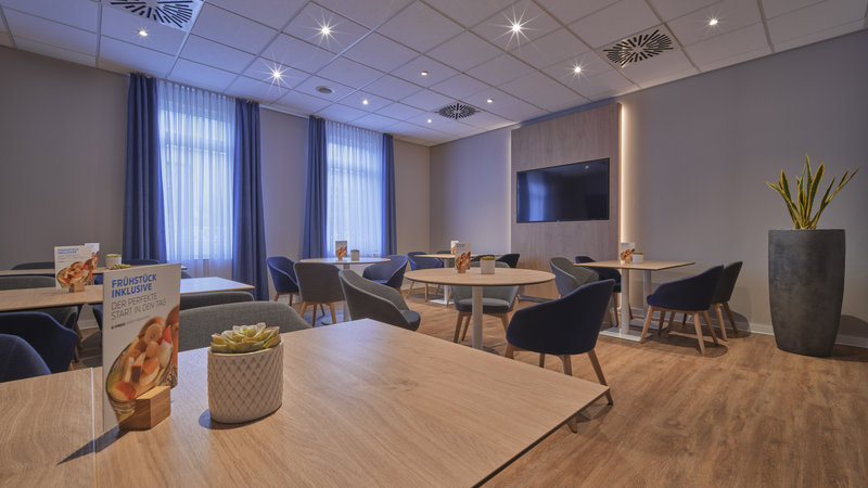 Holiday Inn Express Dortmund-Meet with friends in our breakfast restaurant<br/>Image from Leonardo