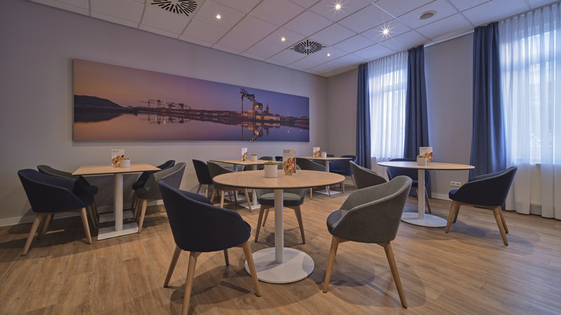 Holiday Inn Express Dortmund-Plan your day over coffee in our breakfast area<br/>Image from Leonardo