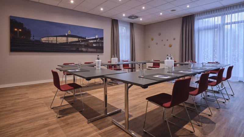 Holiday Inn Express Dortmund-Ideal for small meetings and trainings - our conference room<br/>Image from Leonardo