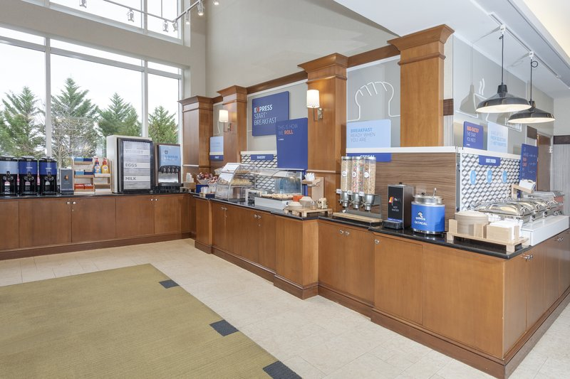 Holiday Inn Express & Suites Long Island-East End-Free coffee and breakfast buffet daily<br/>Image from Leonardo