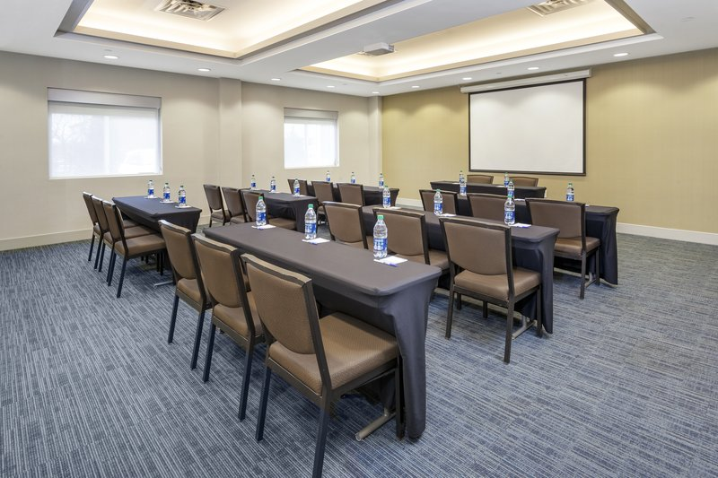 Holiday Inn Express & Suites Long Island-East End-Spacious conference room with WifFi and projector<br/>Image from Leonardo