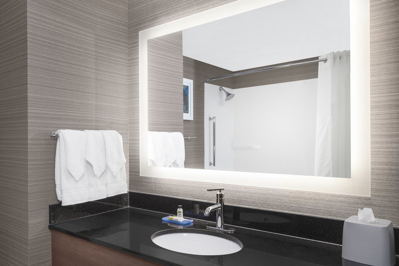Holiday Inn Express & Suites Long Island-East End-Light up vanity mirrors and free toiletries<br/>Image from Leonardo