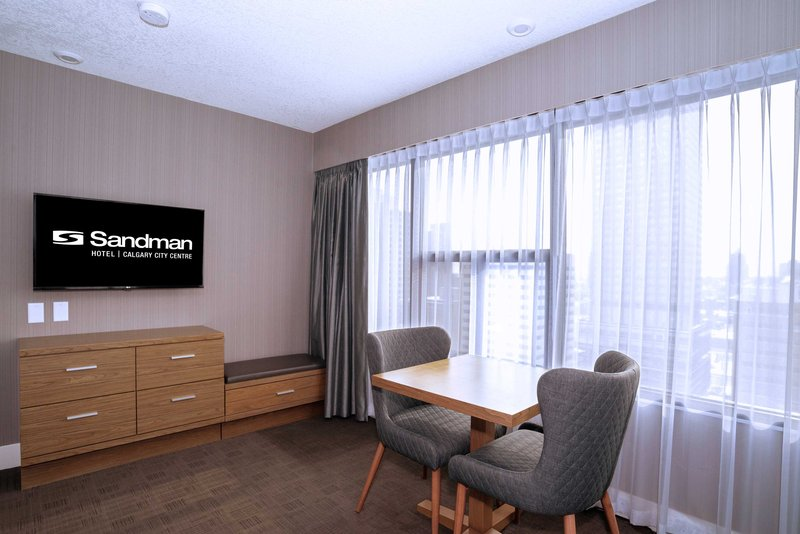 Sandman Hotel Calgary City Ctr-Corporate King Kitchenette Room<br/>Image from Leonardo