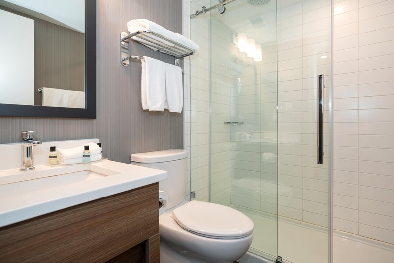 Sandman Hotel Calgary City Ctr-Corporate King Room Bath<br/>Image from Leonardo