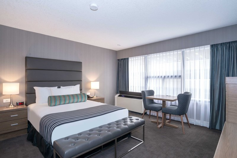 Sandman Hotel Calgary City Ctr-Corporate Queen Room<br/>Image from Leonardo
