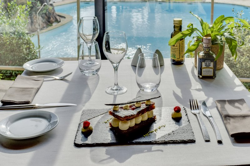 Holiday Inn Cannes-Desert at Garden View<br/>Image from Leonardo