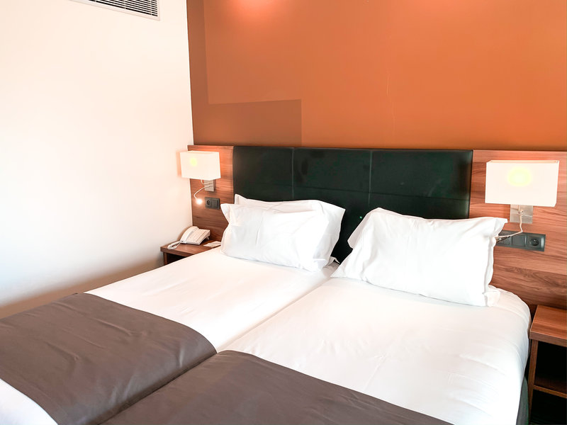 Holiday Inn Cannes-Guest Room<br/>Image from Leonardo
