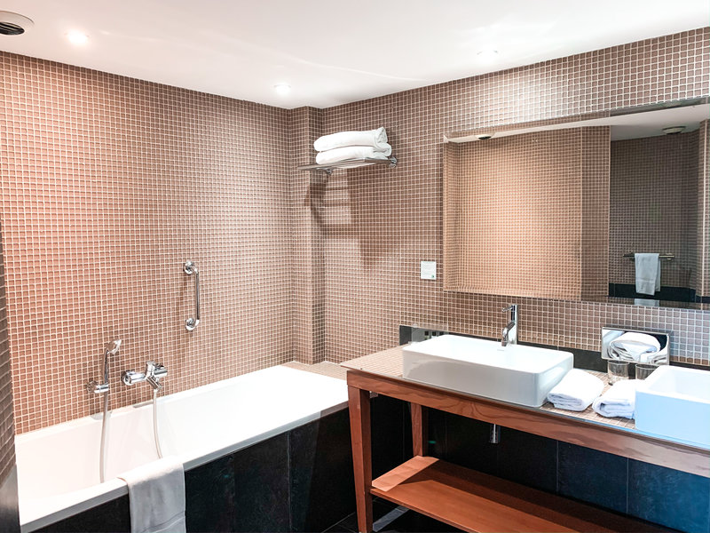 Holiday Inn Cannes-Guest Bathroom<br/>Image from Leonardo