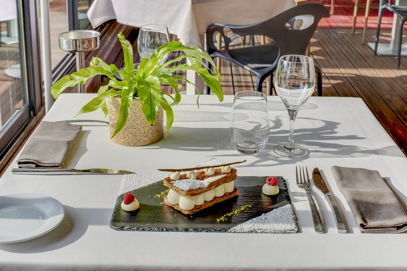 Holiday Inn Cannes-Enjoy fine pastries at the Garden View Restaurant<br/>Image from Leonardo