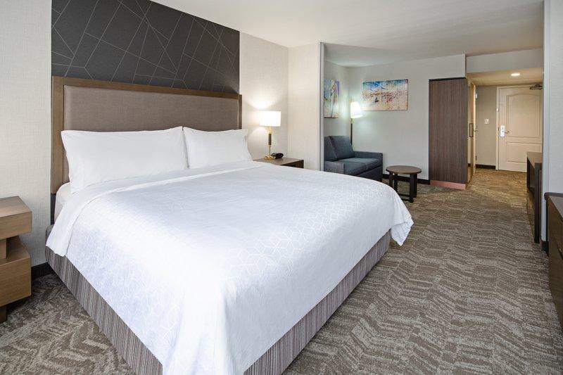 Holiday Inn Express Hotel & Suites Santa Clarita-Guest Room<br/>Image from Leonardo