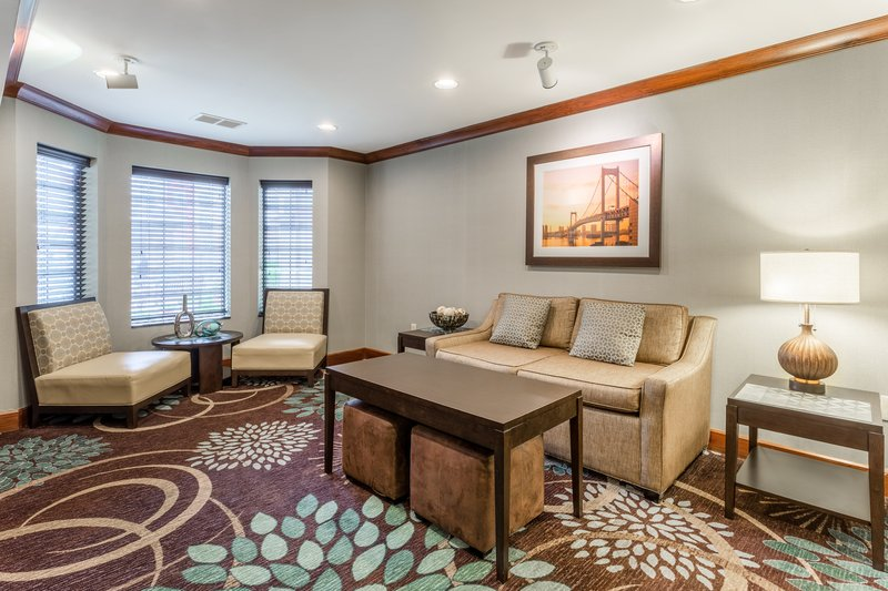 Staybridge Suites Davenport-Guest Lounge<br/>Image from Leonardo