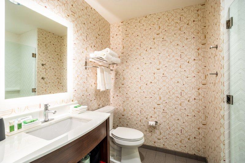 Holiday Inn Columbia Downtown-Guest Bathroom<br/>Image from Leonardo