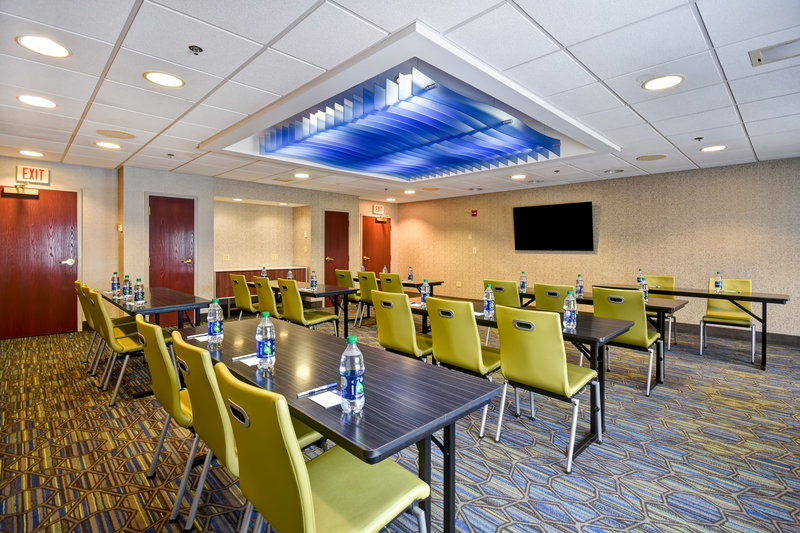 Holiday Inn Express Middletown/Newport-Meeting Room<br/>Image from Leonardo