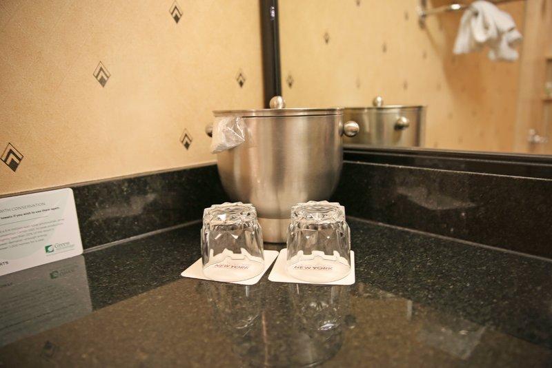 New York-New York Hotel-One Bdrm Luxury Suite Bathroom<br/>Image from Leonardo