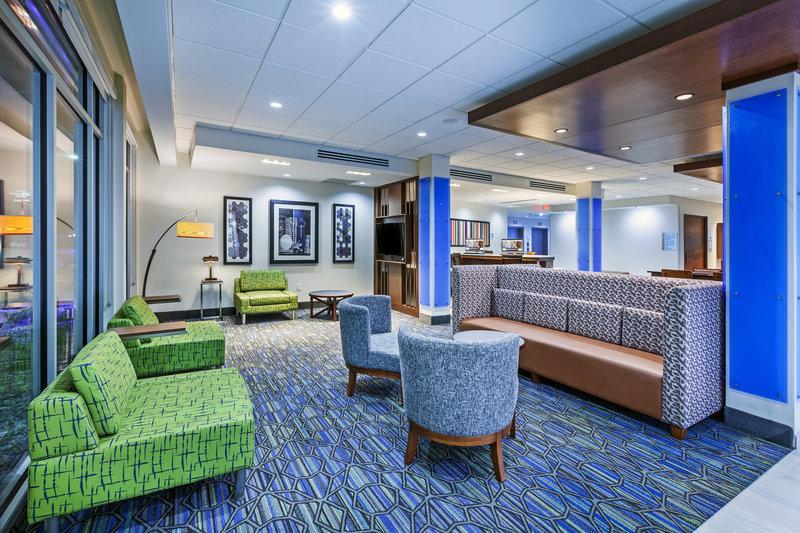 Holiday Inn Express And Suites Tulsa Northeast Owasso-Lobby Lounge<br/>Image from Leonardo