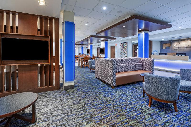 Holiday Inn Express And Suites Tulsa Northeast Owasso-Hotel Lobby<br/>Image from Leonardo
