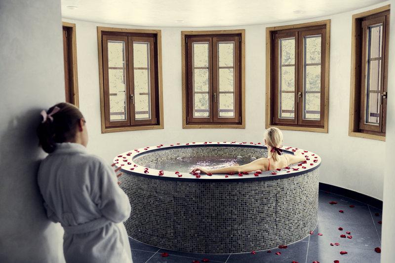 Mercure Courchevel Hotel-Whirpool bath<br/>Image from Leonardo