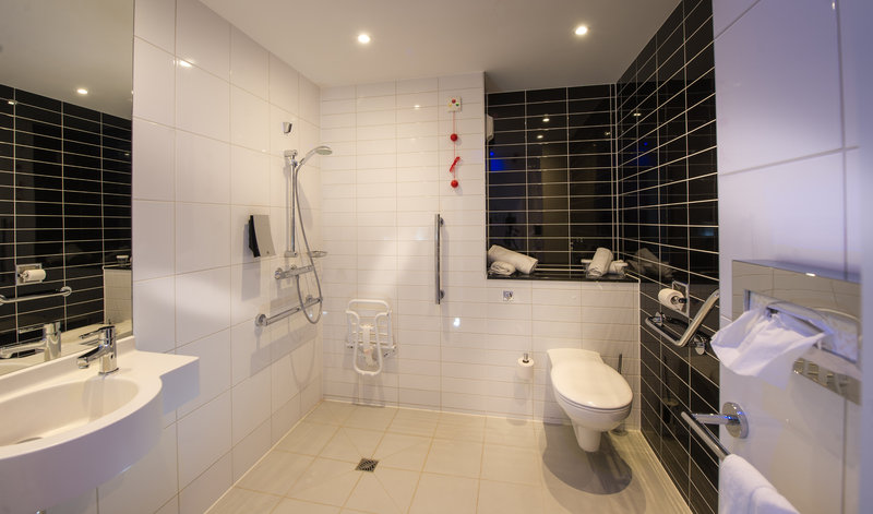Holiday Inn Express Strasbourg - Centre-Bathroom Amenities for disabled person<br/>Image from Leonardo