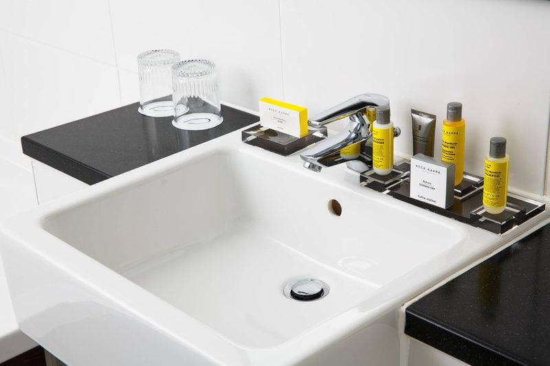 Delta Hotels Nottingham-Bathroom<br/>Image from Leonardo