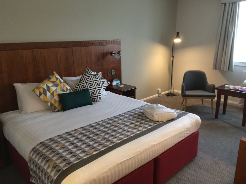 Holiday Inn Northampton-King Bed Guest Room<br/>Image from Leonardo