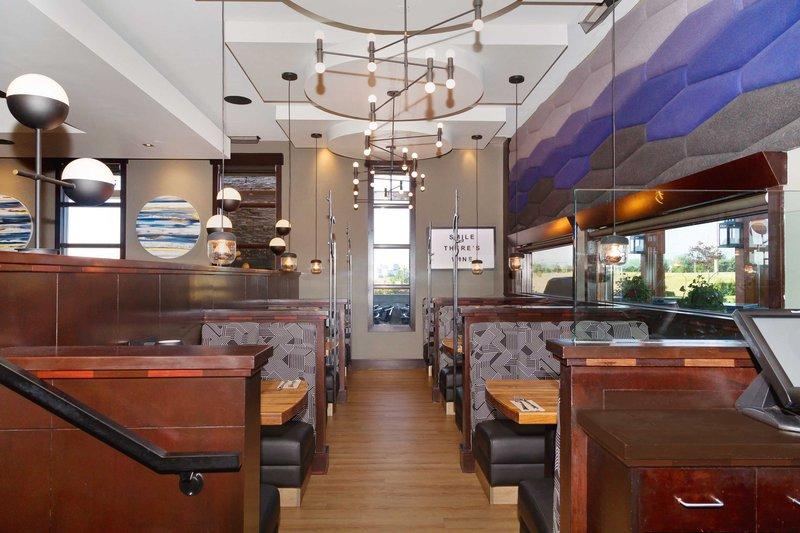 Sandman Hotel Calgary Airport-Moxie's Grill & Bar<br/>Image from Leonardo