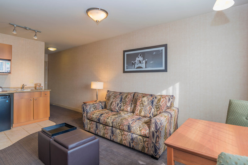 Sandman Hotel Calgary Airport-Executive Jacuzzi Suite With Sofa Bed<br/>Image from Leonardo