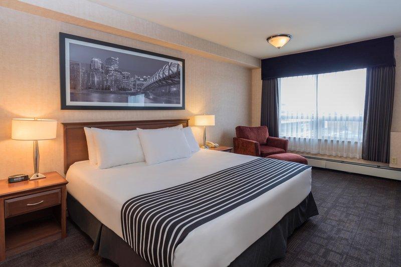 Sandman Hotel Calgary Airport-Standard King Room<br/>Image from Leonardo
