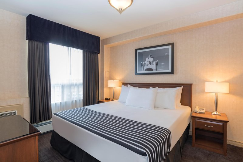 Sandman Hotel Calgary Airport-Executive King Suite<br/>Image from Leonardo