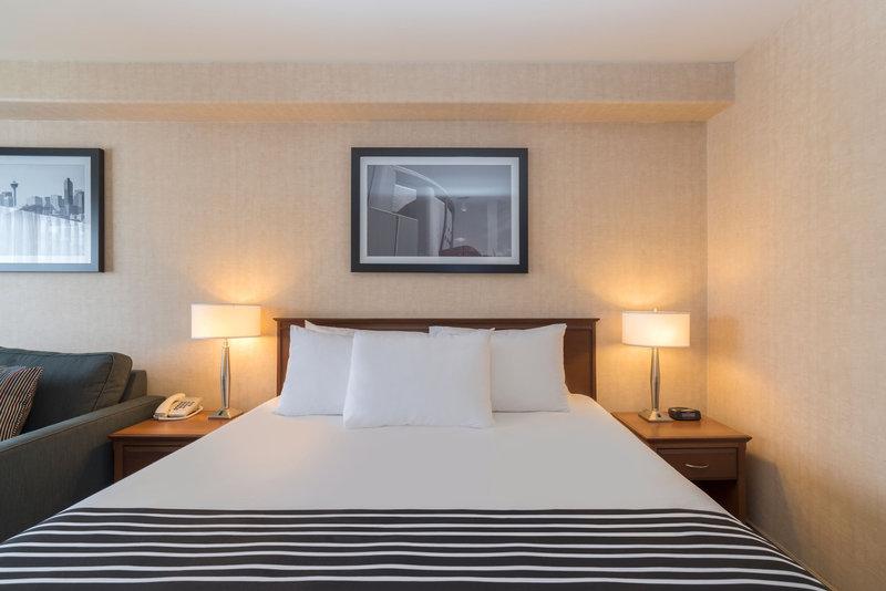 Sandman Hotel Calgary Airport-Junior Corporate King With Sofa Bed<br/>Image from Leonardo