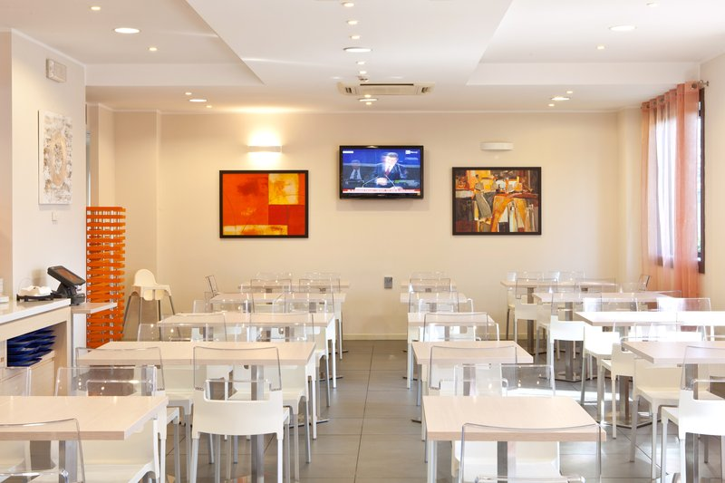 Holiday Inn Express Reggio Emilia-Breakfast Area<br/>Image from Leonardo