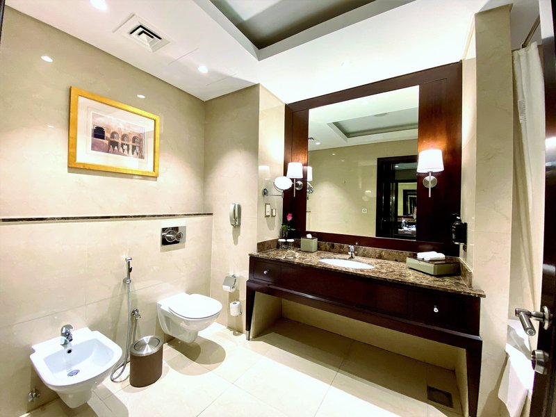 Millennium Doha - Executive Grand Deluxe Room Bathroom <br/>Image from Leonardo
