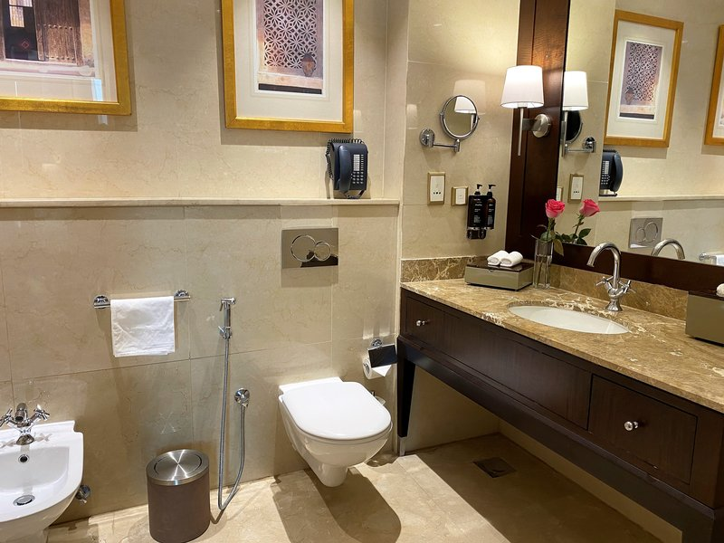 Millennium Doha - Junior Suite Bathroom <br/>Image from Leonardo