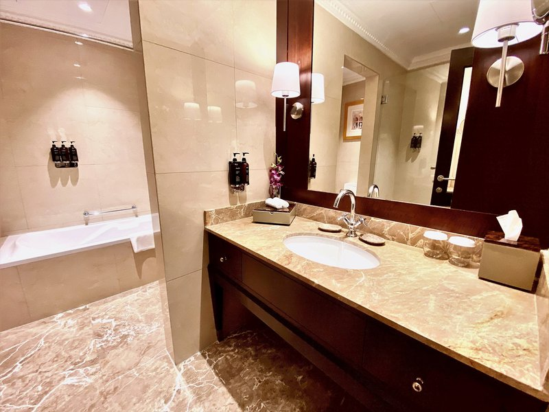 Millennium Doha - Executive Suite Bathtub <br/>Image from Leonardo