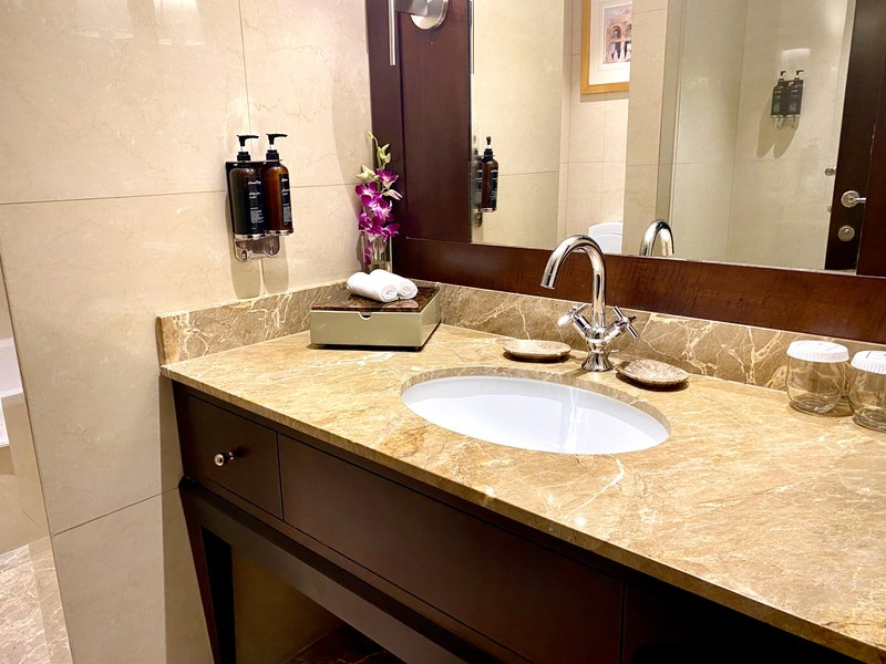 Millennium Doha - Executive Suite Bathroom <br/>Image from Leonardo