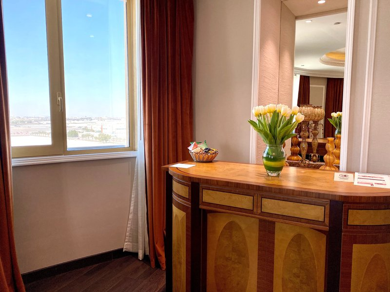 Millennium Doha - Presidential Suite Bar <br/>Image from Leonardo
